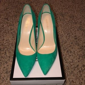 Never worn Nine West pumps